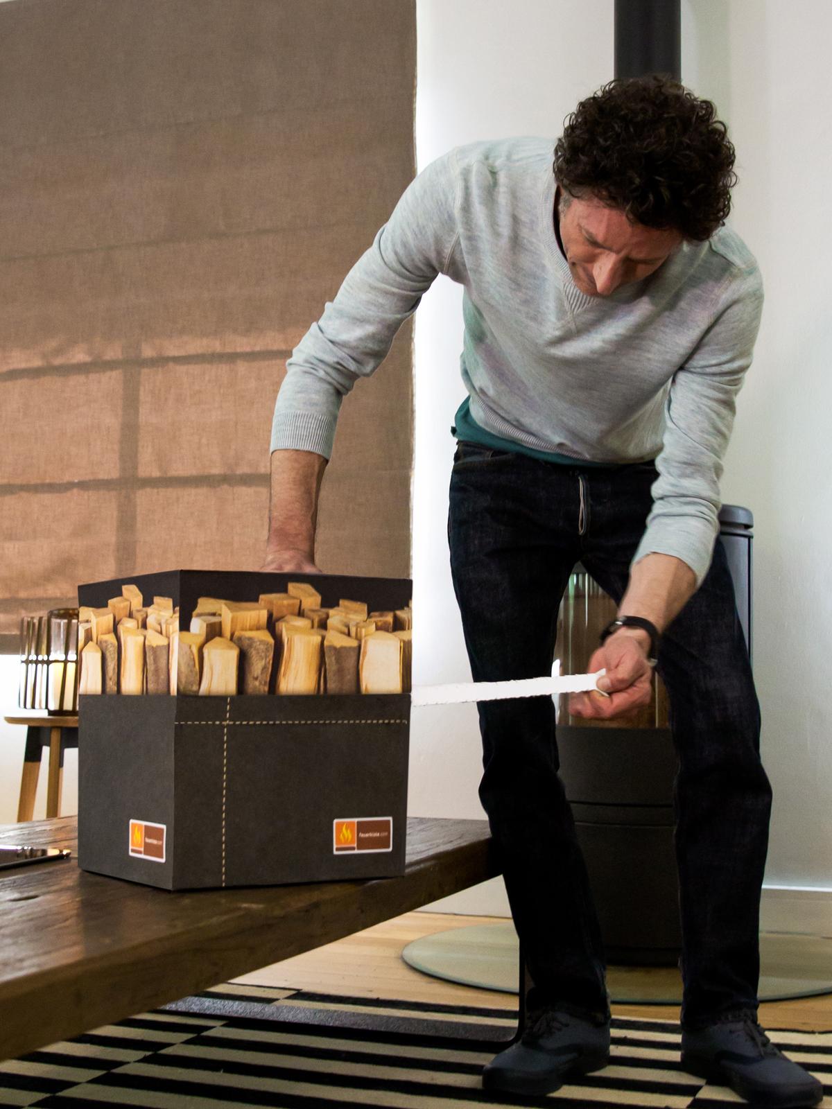 die feuerkiste brennholz von der buche dekorativ verpackt online kaufen. Black Bedroom Furniture Sets. Home Design Ideas